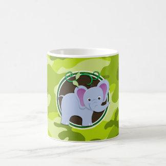 Éléphant mignon camo vert clair camouflage tasse à café