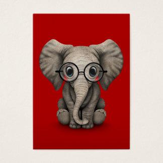 Éléphant mignon de bébé avec des verres de lecture cartes de visite