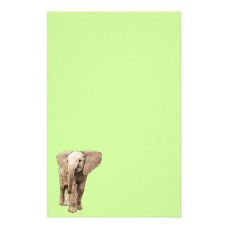 Éléphant mignon de bébé papier à lettre personnalisable