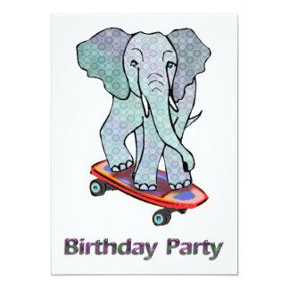 Éléphant sur la fête d'anniversaire de planche à invitations personnalisées
