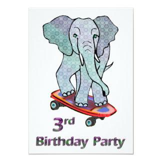 Éléphant sur le 3ème anniversaire de planche à cartons d'invitation