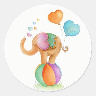 Éléphant sur un art fantaisie d'aquarelle de sticker rond