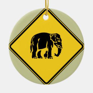 Éléphants de précaution croisant le ⚠ thaïlandais ornement rond en céramique