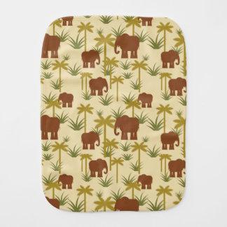 Éléphants et paumes dans le camouflage linges de bébé