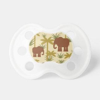 Éléphants et paumes dans le camouflage tétines