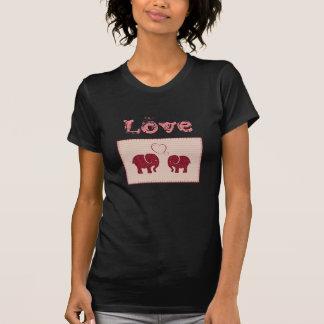 Éléphants romantiques mignons à la mode dans le t-shirt