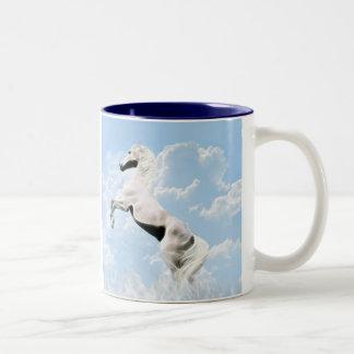 Élevage blanc de cheval d étalon tasse