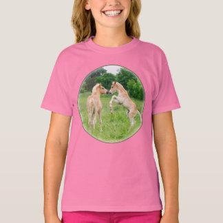 Élevage mignon de poulains de chevaux de Haflinger T-shirt