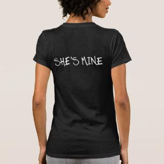 ELLE est LA MIENNE. Je suis À ELLE. CHEMISES LESBI T-shirts