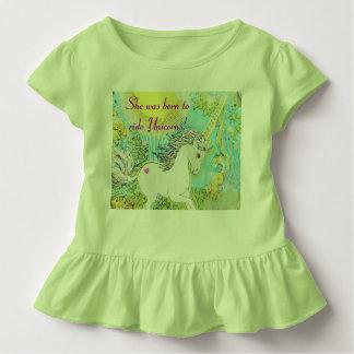 Elle était née pour monter des licornes ! t-shirt pour les tous petits