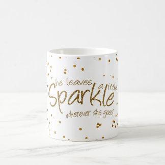 Elle laisse une peu d'étincelle dans l'or et le mug
