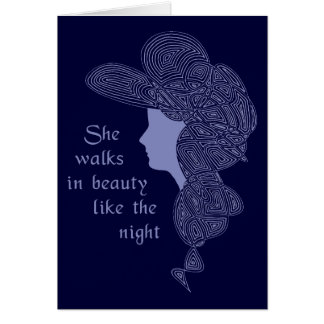 Elle marche dans la carte de beauté