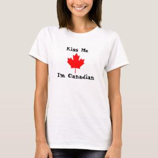 Embrassez-moi, je suis canadien t-shirt