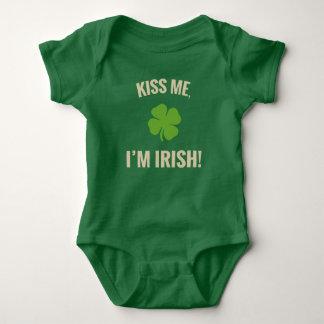Embrassez-moi, je suis chemise irlandaise de bébé body