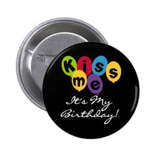 Embrassez-moi que c'est mon anniversaire badge