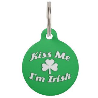 Embrassez-moi que je suis étiquette irlandaise médaillon pour animaux