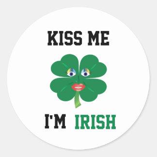 Embrassez-moi que je suis irlandais, Madame Luck Sticker Rond