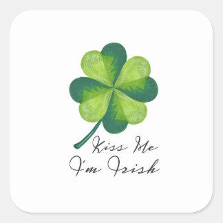 Embrassez-moi que je suis irlandais sticker carré