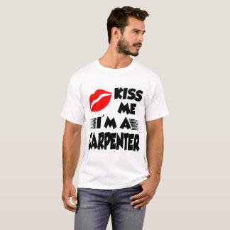 embrassez-moi que je suis un charpentier t-shirt