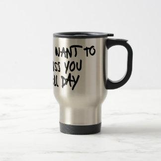 Embrassez-vous toute la journée mug de voyage