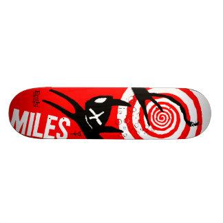 Emily les milles étranges planches à roulettes customisées