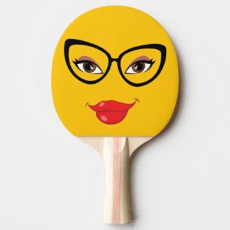 Emoji assez jaune raquette de ping pong