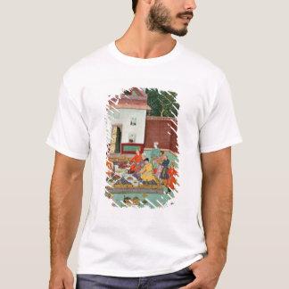 Empereur de Mughal se régalant dans une cour T-shirt