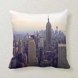 Empire State Building d'horizon de NYC, WTC 4 Coussin