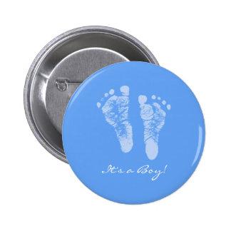 Empreintes de pas mignonnes de bébé bleu ses un badge rond 5 cm