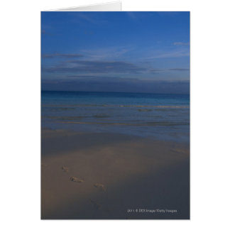 Empreintes de pas sur la plage carte de vœux