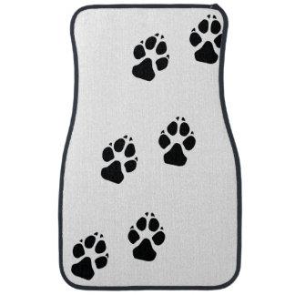Empreintes de pattes d'un chien tapis de voiture