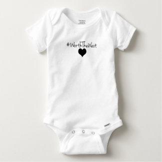 En valeur le bébé Onsie d'attente Body