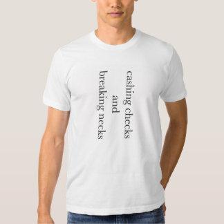 Encaissement des chèques cassant le tee - shirt de t-shirt