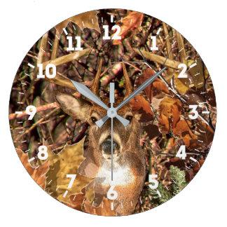 Énergie de tête de cerfs communs de queue blanche grande horloge ronde