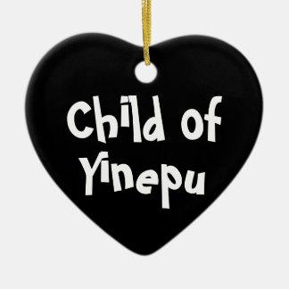 """""""Enfant ornement de B&W de Yinepu"""" (en céramique)"""