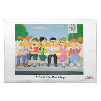 Enfants à l arrêt d autobus - tapis d endroit sets de table