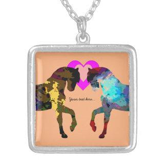 Enfants cheval et coeurs pendentif carré
