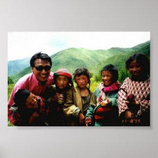 Enfants de base de confiance du Thibet Poster