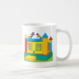 Enfants de château de rebond mug
