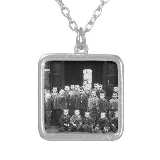 Enfants d'hospice pendentif carré