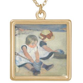 Enfants jouant sur la plage, 1884 bijouterie