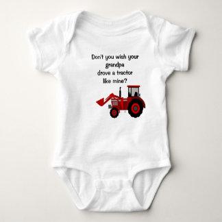 Énonciation drôle de grand-papa rouge de tracteur body
