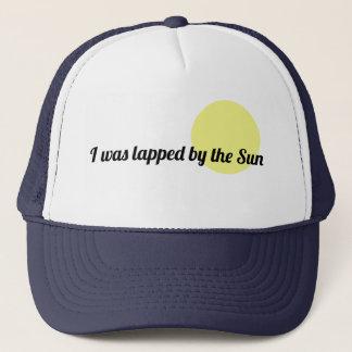 Enroulé par le casquette de camionneur de Sun