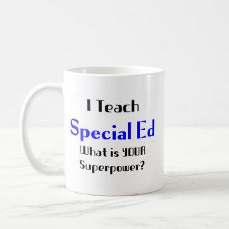 Enseignez l'ed spécial mug blanc