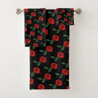 Ensemble rouge floral de serviette de fleurs de