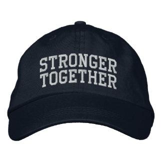 Ensemble une casquette de baseball faite sur