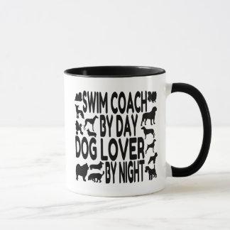 Entraîneur de bain d'amoureux des chiens mugs