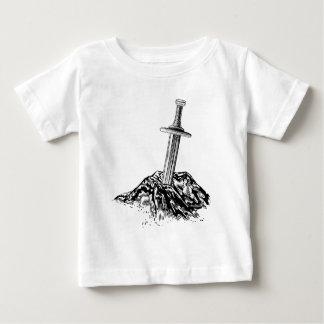 Épée d'Excalibur dans l'illustration en pierre T-shirt Pour Bébé