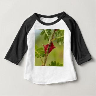 Épines de Rosa omeiensis. T-shirt Pour Bébé