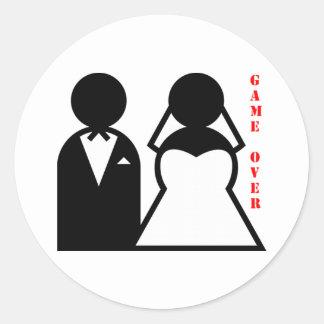 épousant le jeu d'égaux plus de sticker rond